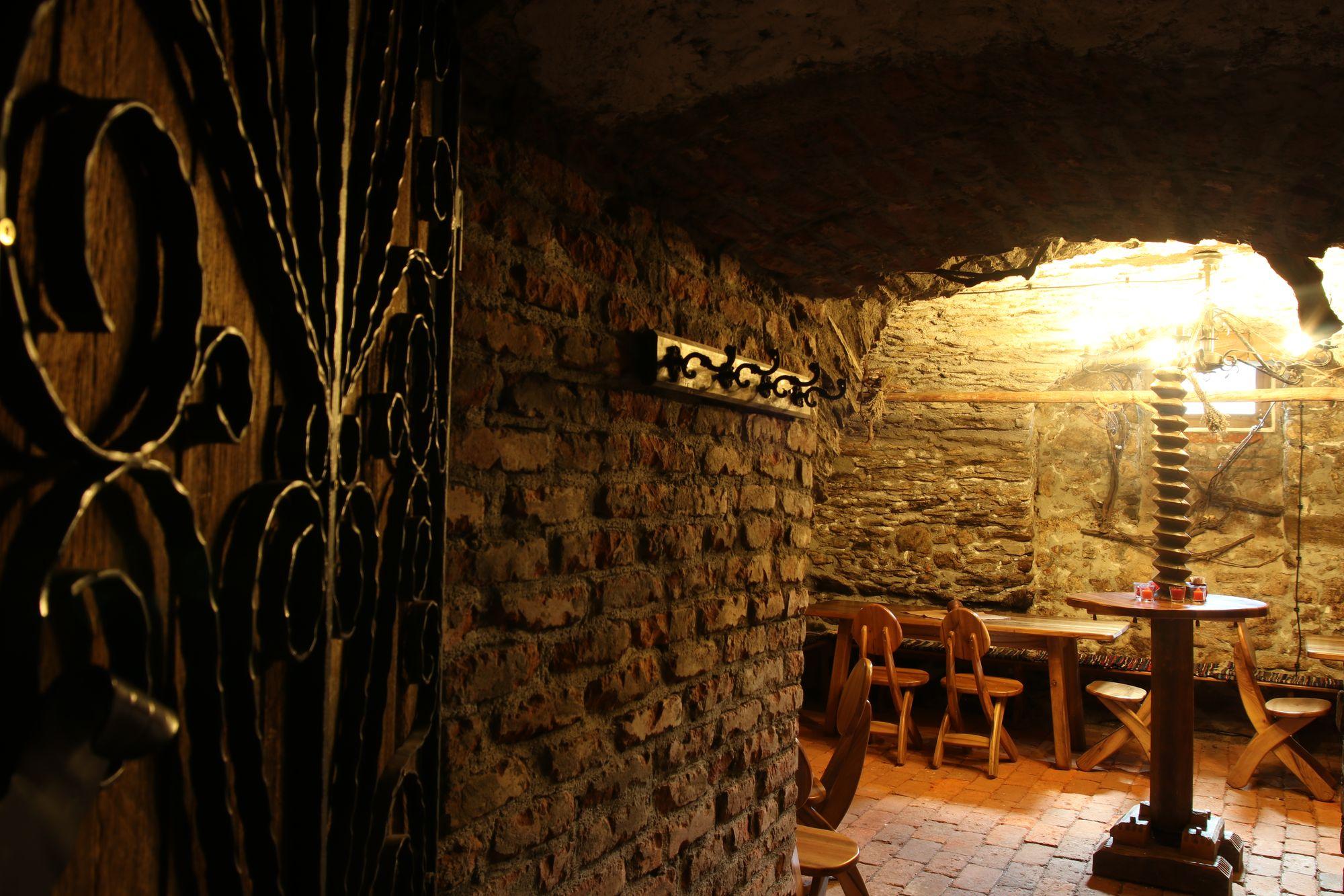 wine-cellar-03
